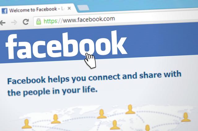 komunikace přes facebook