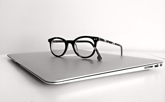 brýle na macBooku