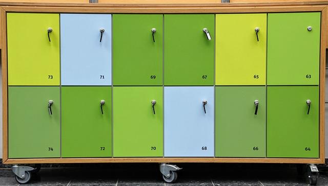 očíslované skříňky