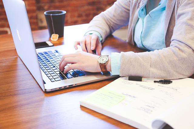 klávesnice text startup