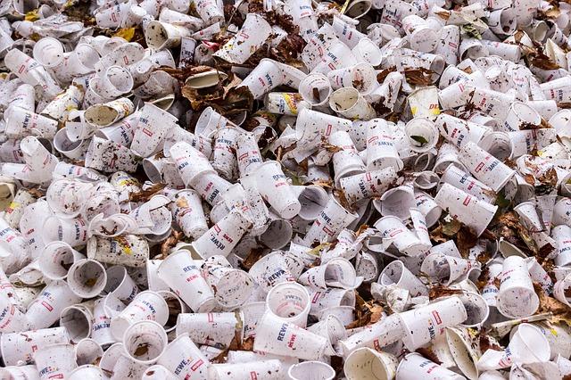 plastové šálky