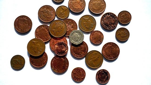 drobné britské mince