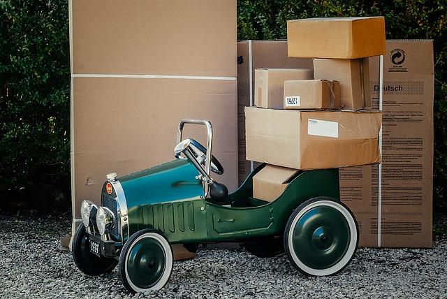 papírové krabice jako příprava na stěhování.jpg