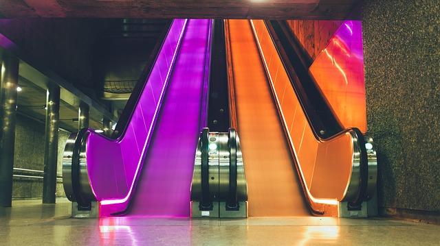 barevný eskalátor