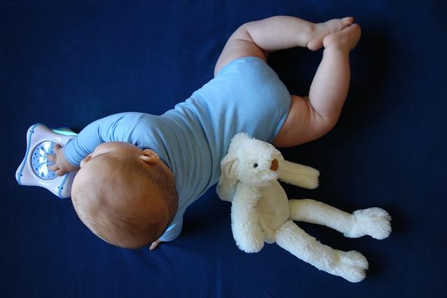 miminko s hračkami