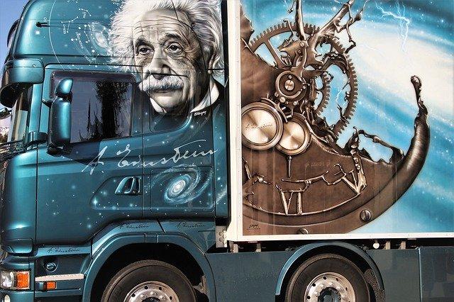 pomalovaná nákladní automobil